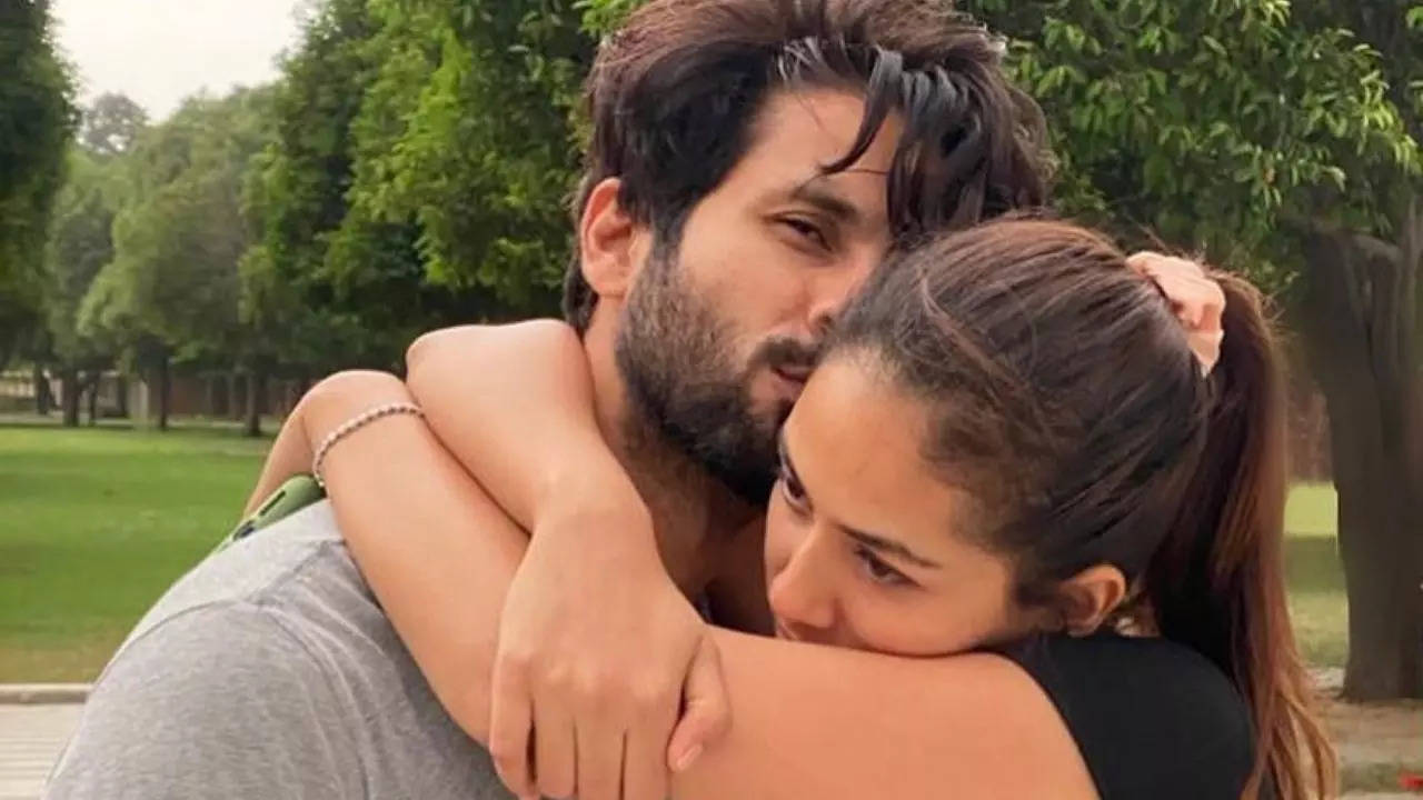 A drenched Mira Rajput poses with shirtless Shahid Kapoor during Maldives vacation; see her flirtatious post [PIC INSIDE]