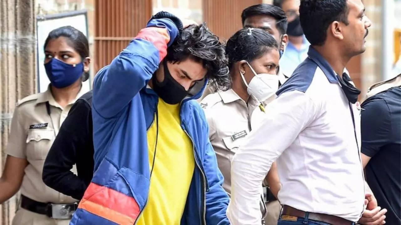 Top Bollywood News Today: Aryan Khan's bail plea adjourned again, Aamir Khan's salt-pepper look goes viral, and more